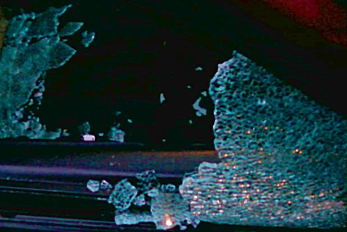 rozbité okénko auta